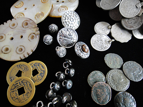 Buttons and Coins, including silver buttons, Chinese coins, antique boot-buttons, shell beads and Roman coins