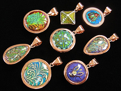 thermo-sensitive color changing Mirage Bead pendants set in copper