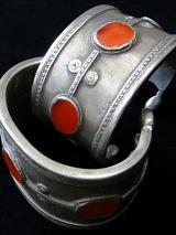 closeup detail of pair of single-tiered Turkoman Cuffs