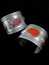 Pair of single-tiered Turkoman Cuffs