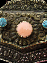front closeup view of Tibetan Purse