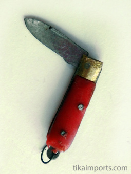 Red Mini Knife that opens and closes
