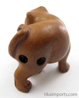handcarved boxwood netsuke of cat and mouse showing hole through hind flank
