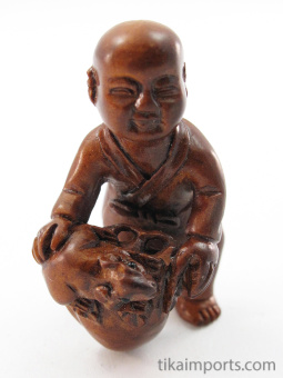 handcarved boxwood netsuke of mouse and baby