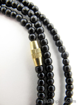 closeup of 3mm necklace