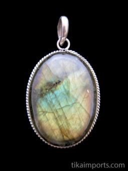 Sterling silver pendant featuring labradorite stone