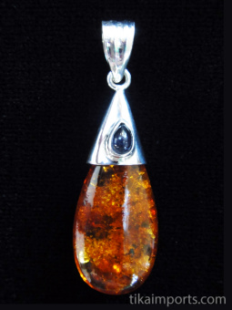 Drop-shaped amber with iolite accent on silver cap