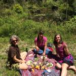 Tika girls picnicing
